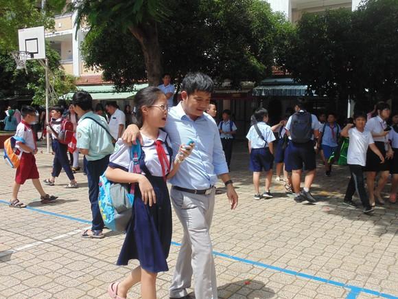 Thí sinh thở phào với đề khảo sát năng lực bằng tiếng Anh vào lớp 6 Trường THPT chuyên Trần Đại Nghĩa ảnh 2