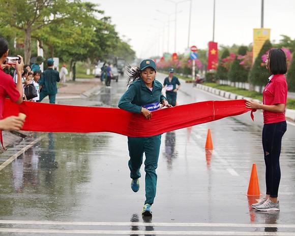 1.500 VĐV chạy Việt dã mừng 40 năm Cần Giờ sáp nhập với TPHCM ảnh 5