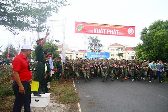 1.500 VĐV chạy Việt dã mừng 40 năm Cần Giờ sáp nhập với TPHCM ảnh 1