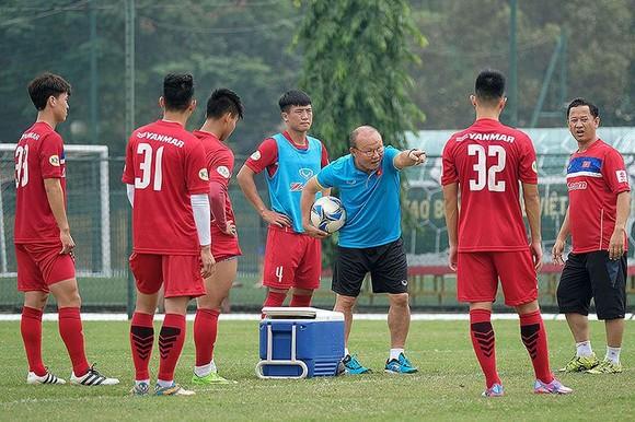 HLV Park Hang-seo chọn quân cho U23 Việt Nam ở V-League ảnh 1