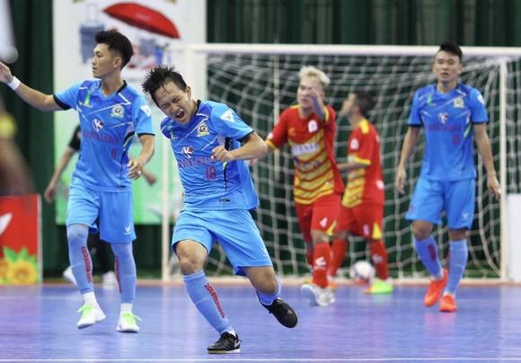 Niềm vui của các cầu thủ Kardiachain Sài Gòn FC sau khi tìm lại cảm giác chiến thắng. Ảnh: Thanh Đình