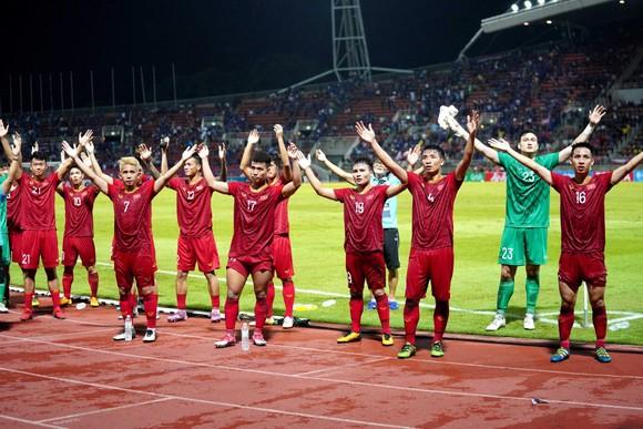 Các cầu thủ Việt Nam có khởi đầu thuận lợi khi giành 1 điểm tại Bangkok. Ảnh: DŨNG PHƯƠNG