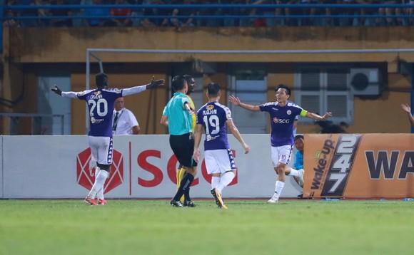 Văn Quyết tiếp tục tỏa sáng ở V-League 2019. Ảnh: MINH HOÀNG