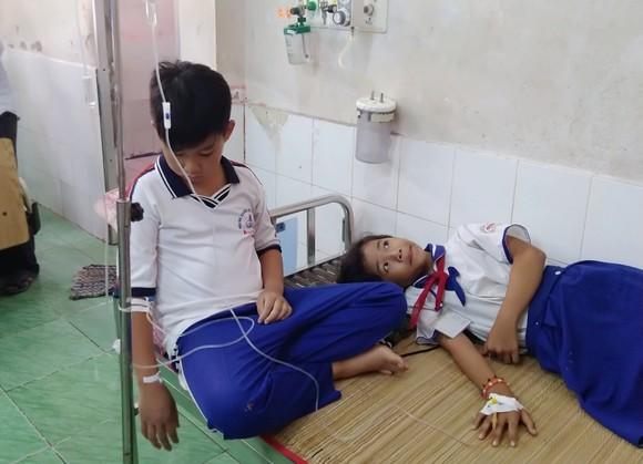 Súc miệng bằng dung dịch ngừa sâu răng, 45 học sinh nhập viện ảnh 1