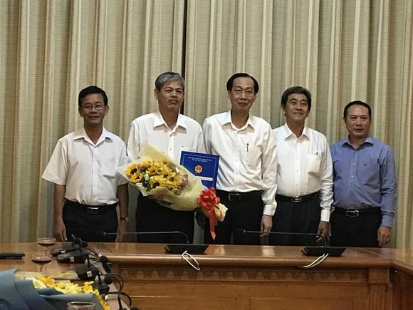 Phó Chủ tịch Thường trực UBND TPHCM Lê Thanh Liêm trao quyết định cán bộ ảnh 1