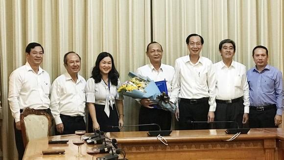 Phó Chủ tịch Thường trực UBND TPHCM Lê Thanh Liêm trao quyết định cán bộ