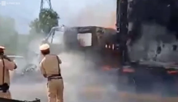 cháy xe container ảnh 1