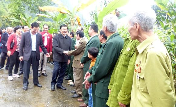 Nguyên Chủ tịch nước Trương Tấn Sang tưởng niệm, tri ân các anh hùng, liệt sĩ tại Vị Xuyên ảnh 9