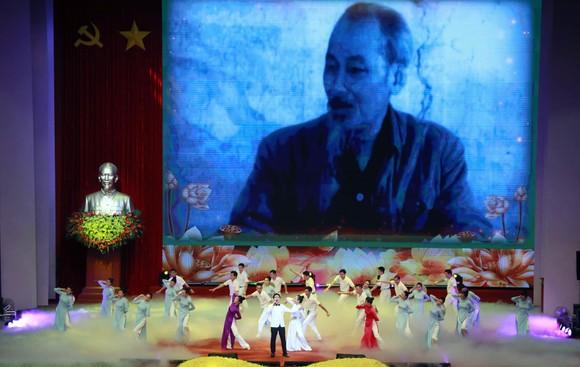 Tư tưởng Hồ Chí Minh mãi là ngọn cờ quy tụ sức mạnh toàn dân tộc ảnh 5