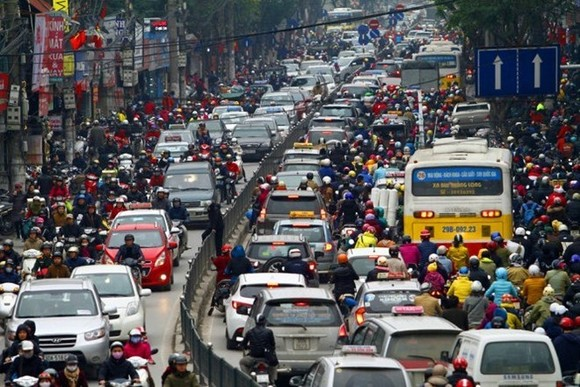 A traffic jam on a section of Thai Ha street in Hanoi. (Source: Tuoitre.vn)