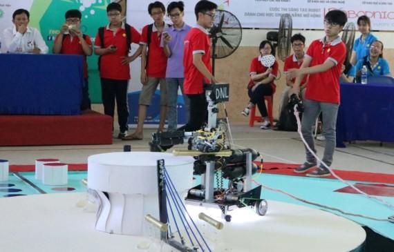 Open high school robotics competition in Da Nang City