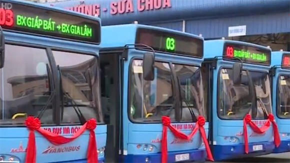 Hanoi pilots low-floor buses for disabled people