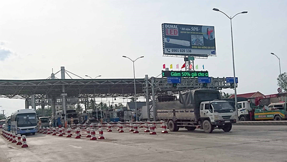BOT tollgate Cai Lay shuts down to wait for Ministry's direction