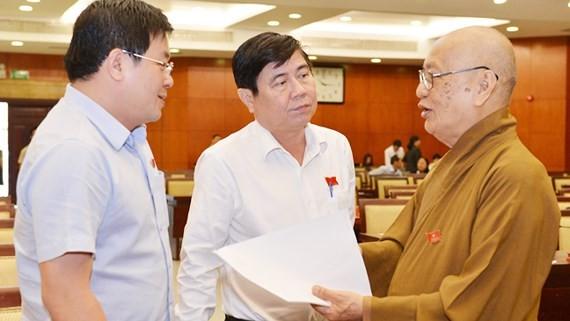 Chairman Phong explains taxation, preschool management