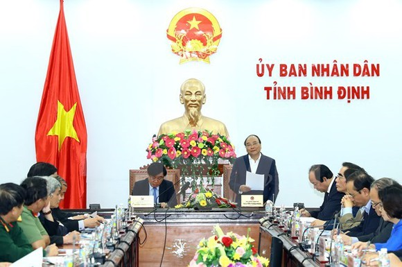 Prime Minister Nguyen Xuan Phuc speaks at the working session with officials of Binh Dinh province on January 20 (Photo: VNA)