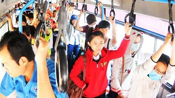 Fifteen percent of students in HCMC to use bus in 2020