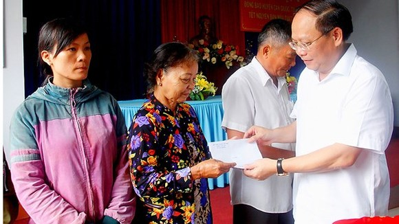City spends VND762 billion from budget to help policy inhabitants for Tet