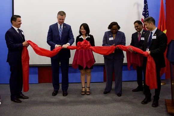 APHIS Deputy Administrator Blakely and Ambassador Kritenbrink open the APHIS office in Hanoi (Photo: Courtesy of the U.S. Embassy in Hanoi)