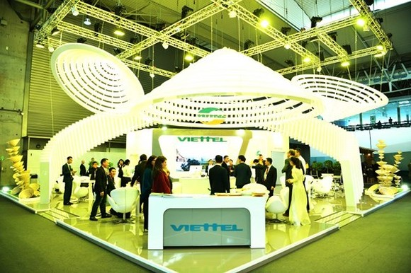 Viettel's stand is designed based on the shape of Vietnamese 'non la' (palm-leaf conical hat)