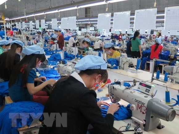 In 2017, the garment-textile sector raked in $31.2 billion from exports, a year-on-year rise of 10.23 percent (Photo: VNA)