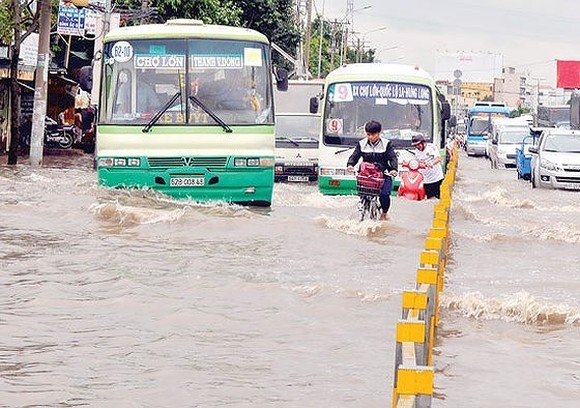 HCMC looks to raise funding for anti-flooding task