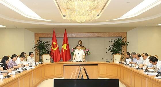 Deputy PM Hue presides the meeting (Photo: VGP)