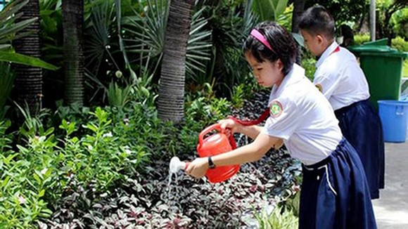 Pupils of Ho Van Hue Primary School (Phu Nhuan District) participate in an environment-related activities