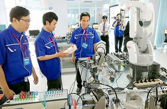 Technological contest in HCMC aiming at building smart city