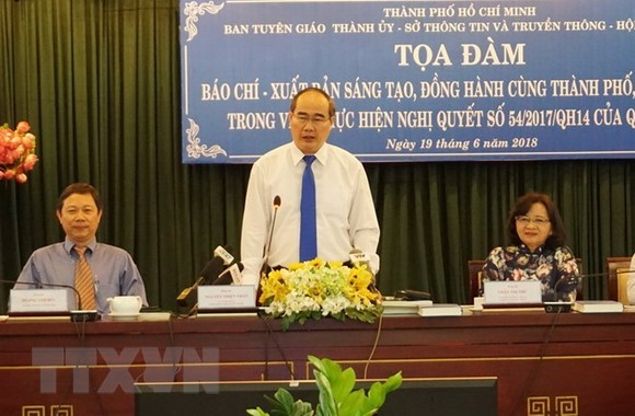 Secretary of the Ho Chi Minh City Party Committee Nguyen Thien Nhan addressed a forum on journalism and publishing held on June 19 (Photo: VNA)