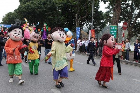 The street festival will be held in the pedestrian zone around Hoan Kiem (Sword) Lake on July 29 with the participation of at least 5,000 performers. (Photo: dantri.com.vn)