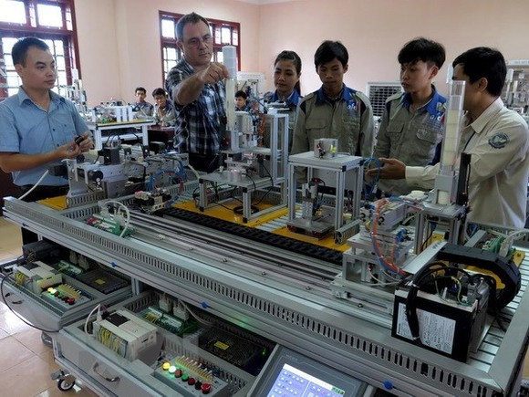 An industrial electricity class of a vocational school (Photo: VNA)