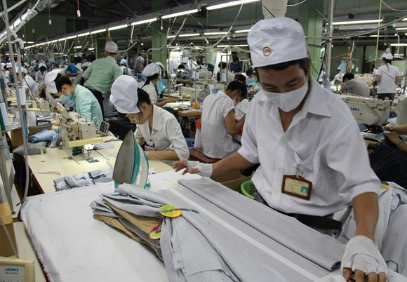 Workers at a garment-textile export company in Vietnam's southern Binh Duong province (Photo: VNA)