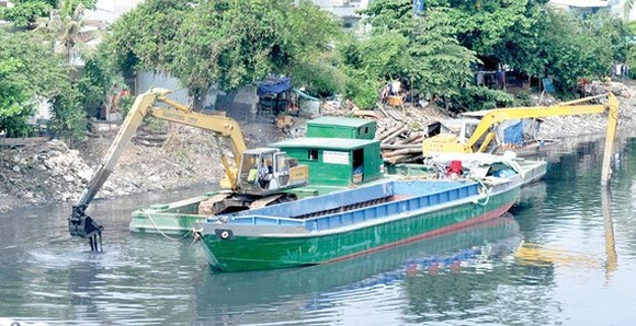 Dredging Ruot Ngua canal is one of activities in response to the World Cleanup Day 2018 (Photo: SGGP)