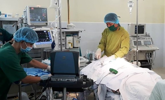 Japanese doctors perform a cardiac surgery for a patient of the Military Hospital 175 (Source: www.qdnd.vn)