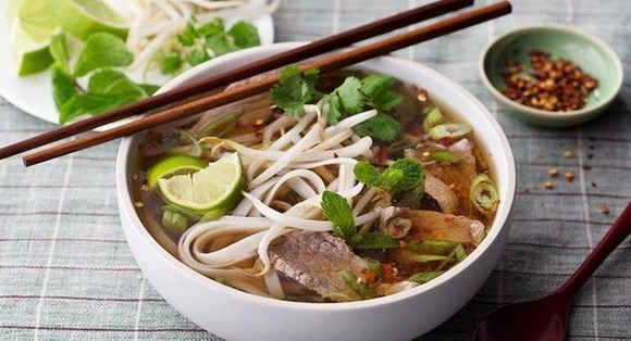 """Pho on the Hau River and 500 other dishes were selected as one of the best dishes in Lonely Planet's new book """"Ultimate Eatlist: The World's Top 500 Food Experiences...Ranked"""". (Photo: baoquangninh.vn)"""