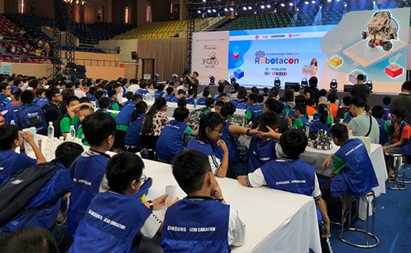 The Robot Robotacon is a large-scale competition for students of all grades