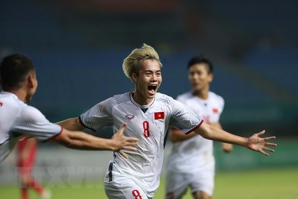 Van Toan scored the only goal, gaining the victory for Vietnam (Source: VNA)