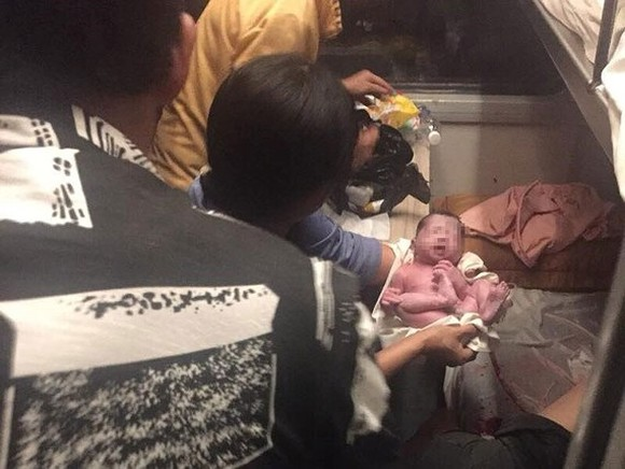 Woman gives birth on Sai Gon- Hanoi train