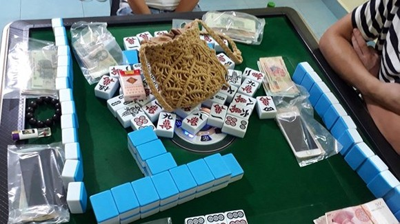 Chinese tourists caught playing illegal mahjong in Nha Trang