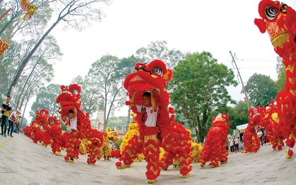 Second Kylin-Dragon Dance Festival celebrated in Van Lang park