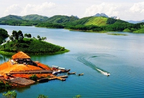 According to the master plan, Thac Ba Lake will become a national tourism site with 380,000 visitors by 2025 and 1 million by 2030 (Photo: baochinhphu.vn)
