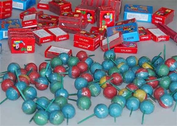 Vietnamese police seize 20 tons of firecracker in Tet holidays