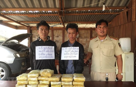 The suspects were arrested with 118,000 meth pills (Photo: VNA)