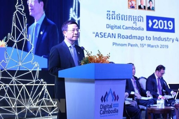 Minister of Information and Communications Nguyen Manh Hung addresses the event (Photo: VNA)