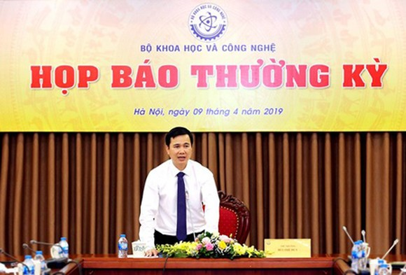 Deputy Minister Bui The Duy chaired and delivered his speech in the press conference. Photo by T.B