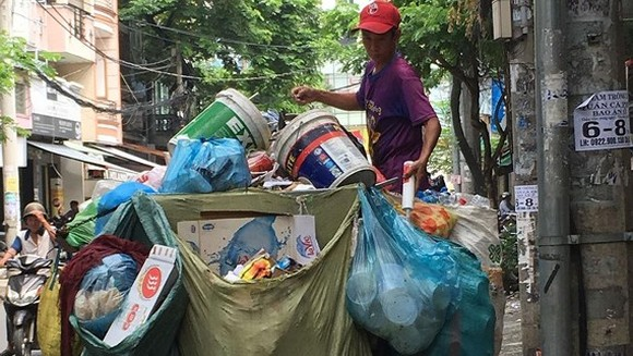 Private garbage collectors asked to replace rudimentary vehicles before October