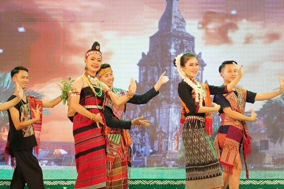 A dancing performance at the opening ceremony of the festival in A Luoi district, Thua Thien-Hue province, on May 17 (Photo: VNA)