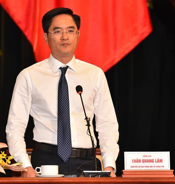 Director of the municipal Department of Transport Tran Quang Lam  at the question-and-answer session (Photo: SGGP)