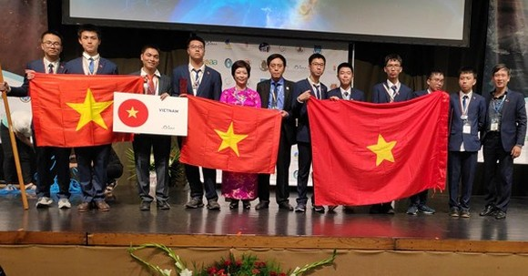 All eight Vietnamese contestants at the 13th International Olympiad on Astronomy and Astrophysics (IOAA) are students from the Hanoi – Amsterdam High School for the Gifted. (Photo: SGGP)