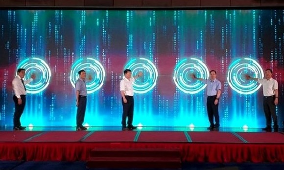 Leaders of Health MInistry and Drug Administration press button to open the data bank (Photo: SGGP)